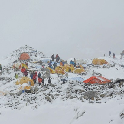 Mt. Everes basecamp just minutes after the fatal avalanche du to an earthquake close by